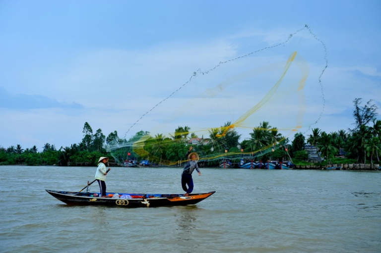 Hoi an ancient town hoi an travel information for Fish catching net