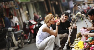 shopping-in-the-old-quarter-of-hanoi-on-tour