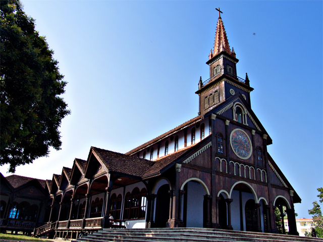 kon-tum-cathedral