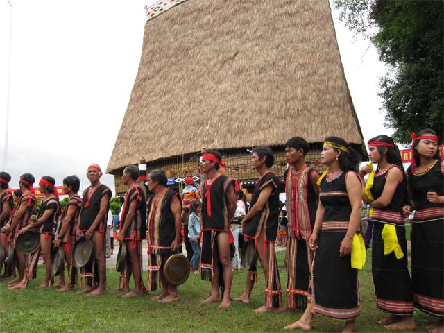 kon-tum-communal-house