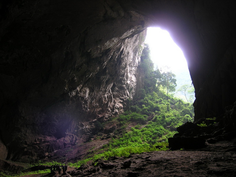 Court Cave (Dong Cung Dinh)