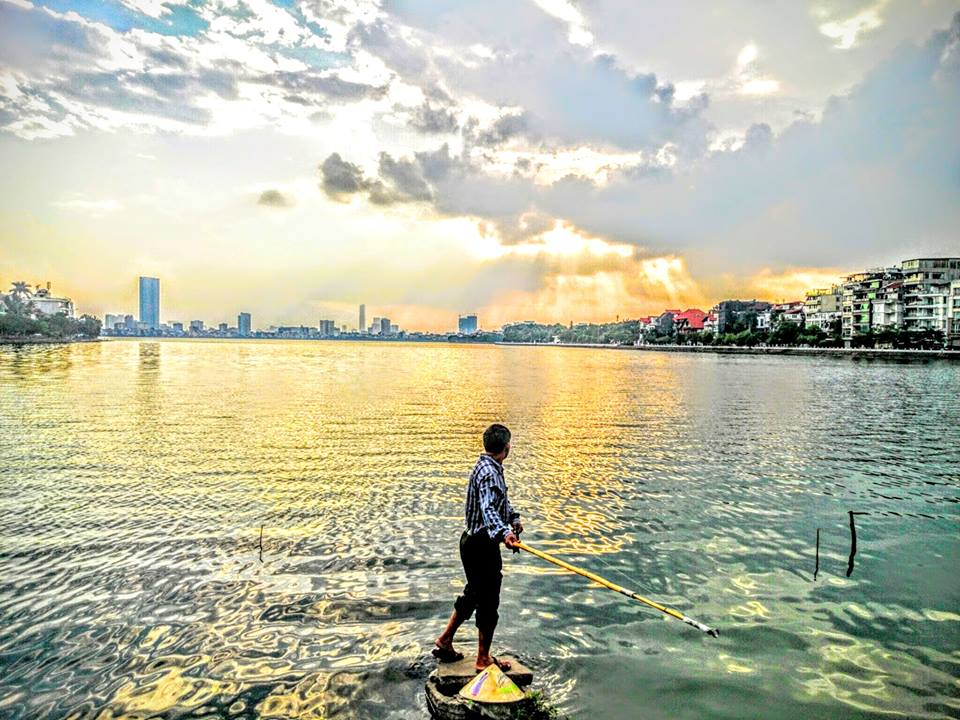 Sunset at the West Lake in Hanoi (Photo credit: Bac Kieu Phong)