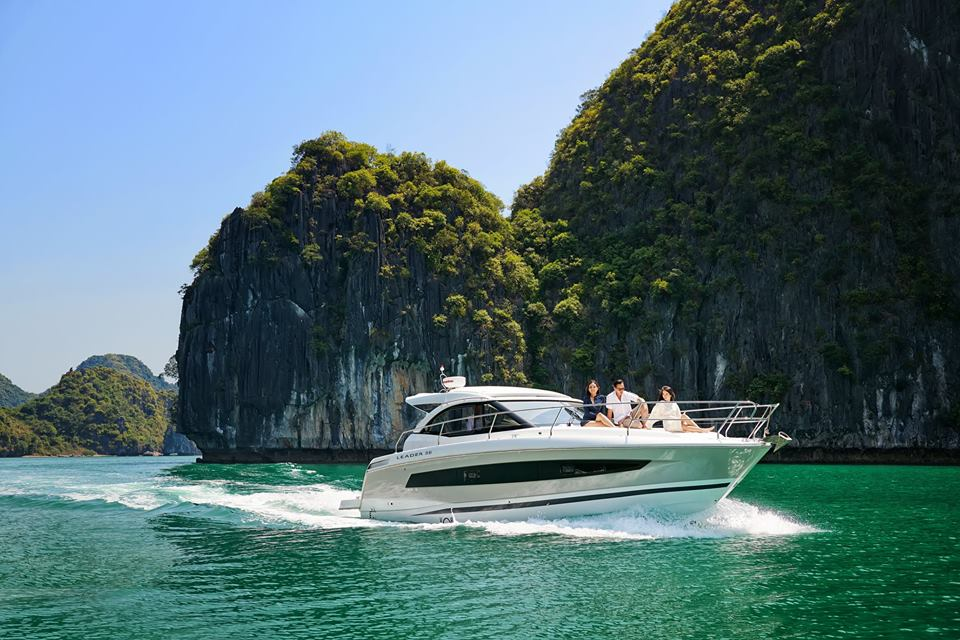 Luxury Yacht in Halong Bay