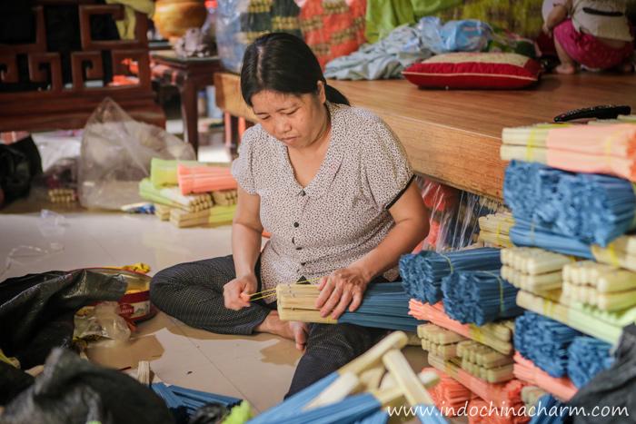 Paper fan making at Chang Son village